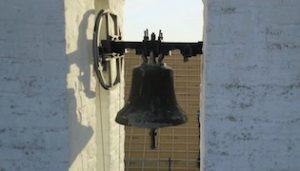 Beten und Glocken läuten